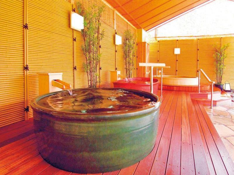 【湯めみの庭/つぼ風呂】2種類のつぼ風呂が楽しめる