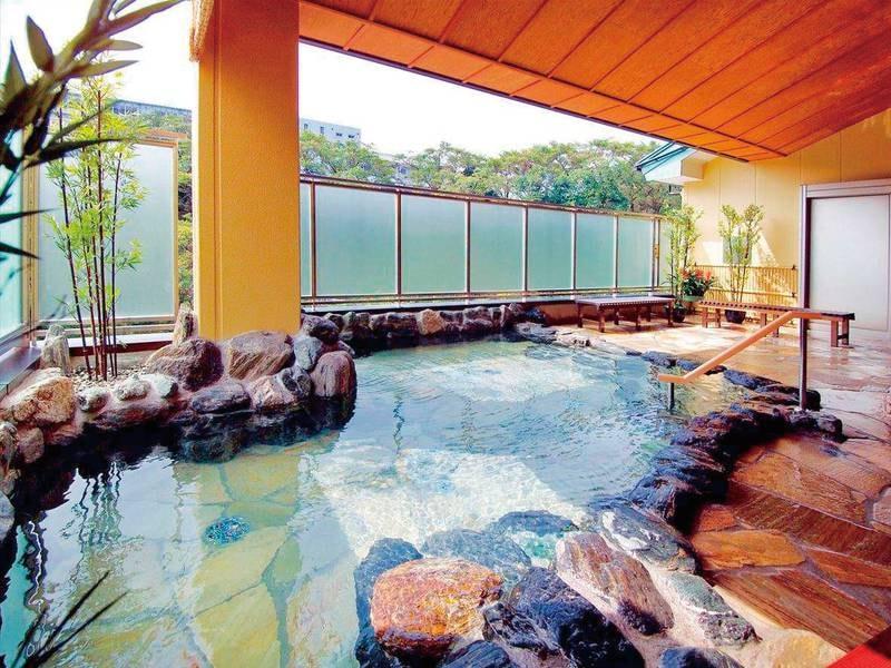 【湯めみの庭/岩風呂】広々開放感のある岩風呂