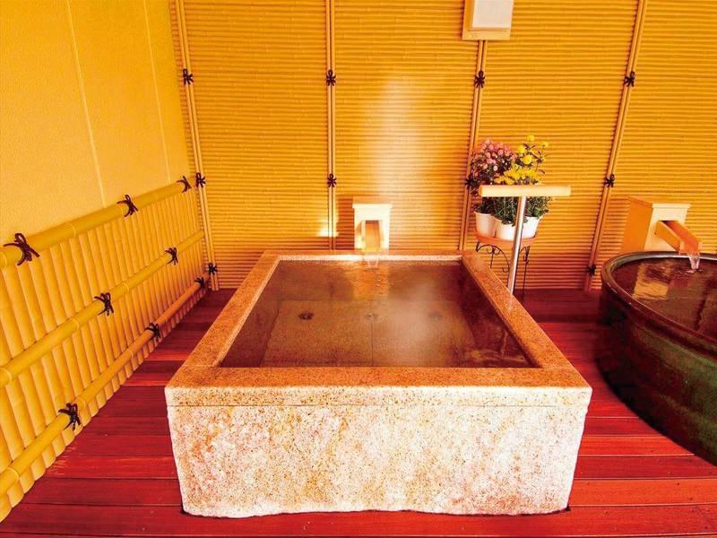 【湯めみの庭/大岩くり抜き風呂】岩をまるまるくり抜いて作られた珍しいお風呂