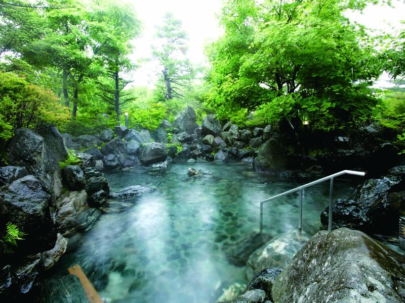 【露天風呂】磐梯山噴火時の岩を使用!リゾートホテルとは思えない野趣溢れる露天風呂
