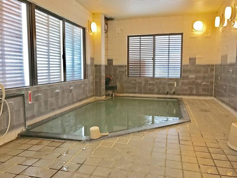 【大会場】源泉かけ流しの湯は24時間入浴可能