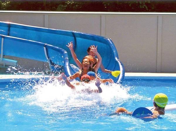 【プール】屋外プール(7月初旬~8月末)ウォータースライダー付の25mプール