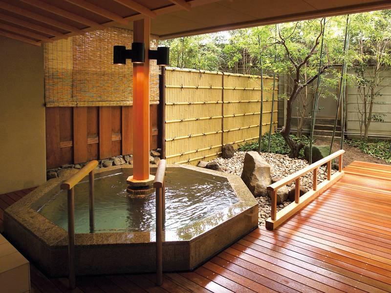 【庭園露天風呂/立ちっぱなしの湯】華の湯全体でお風呂は30種類!