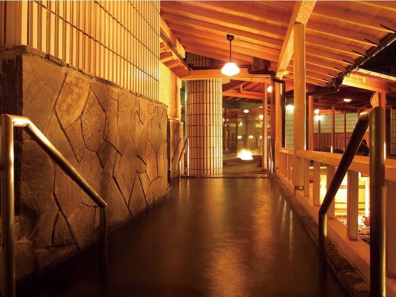 【庭園露天風呂/足つぼの湯】華の湯全体でお風呂は30種類!