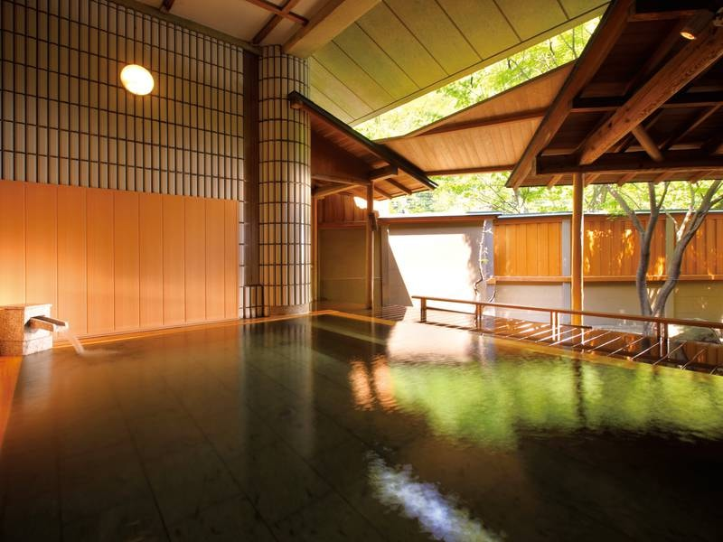 【庭園露天風呂/ひのきの湯】華の湯全体でお風呂は30種類!
