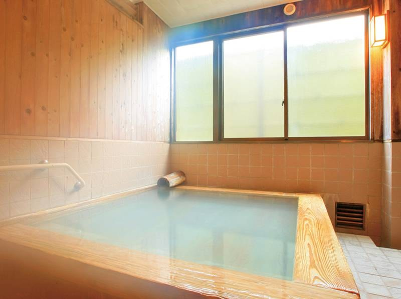 【内湯/仙気の湯】こじんまりとしていながら風情たっぷりなお風呂