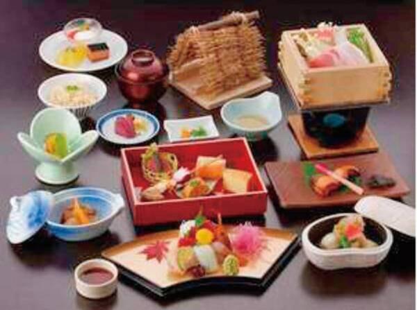 【夕食/例】山の幸を中心とした旬の料理をご用意