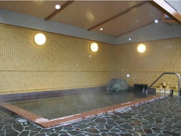 【女性用大浴場】屋根付きで快適に入浴できる♪