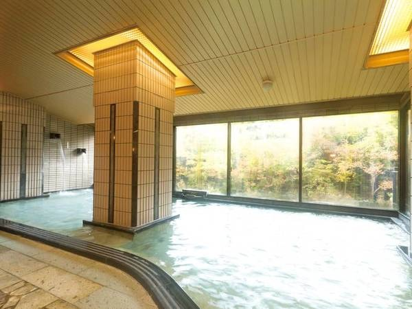 【大浴場】広々とした内湯でお寛ぎ下さい。