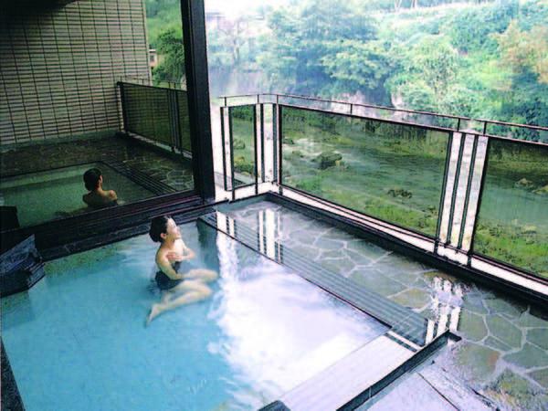 【露天風呂】渓谷美を望みながら入浴が楽しめる露天風呂