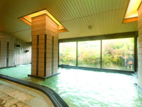 【大浴場】広々とした大浴場にはサウナ・ジャグジーも完備