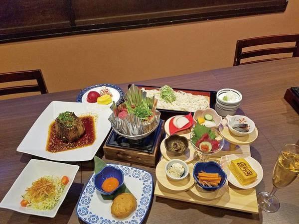 【地元名物料理!福島牛すき焼き&マグロ料理/例】ホテル自慢の夕食を堪能♪