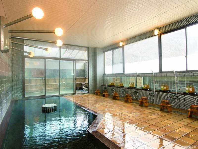 【大浴場】美人の湯と呼ばれるアルカリ性単純泉に自然ラジウム石を加え、かけ流しで