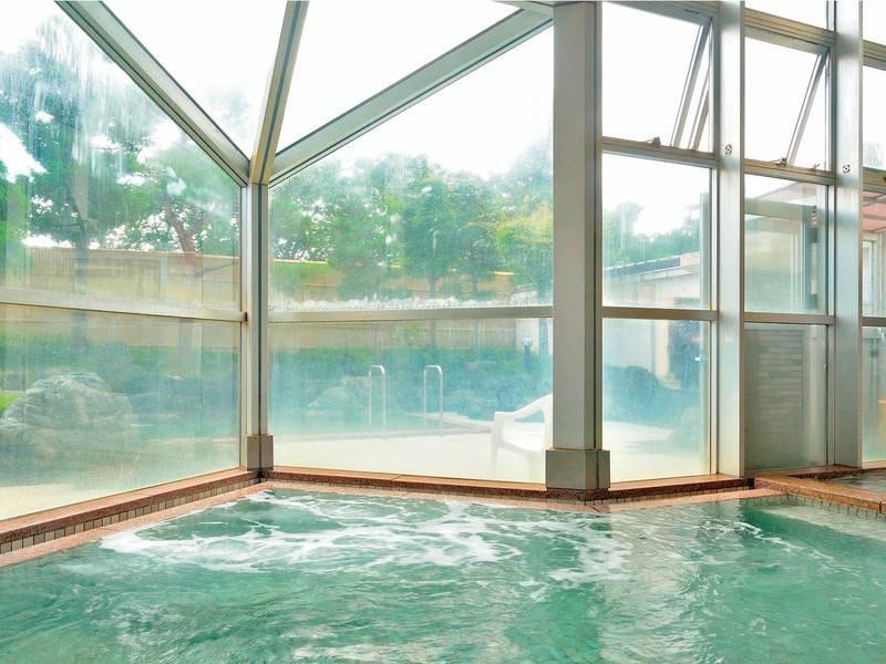 【大浴場】塩分とミネラルが多く含む温泉は、神経痛や美容に効果的