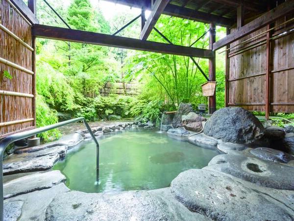 【露天風呂】単純温泉の湯を源泉100%かけ流しで楽しむ