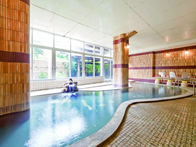 【中浴場】通常の旅館の大浴場ほどの広さのある中浴場
