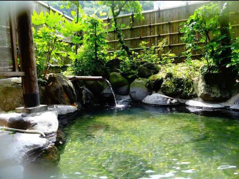 【中浴場露天風呂】聖徳太子の時代から愛された湯治の宿