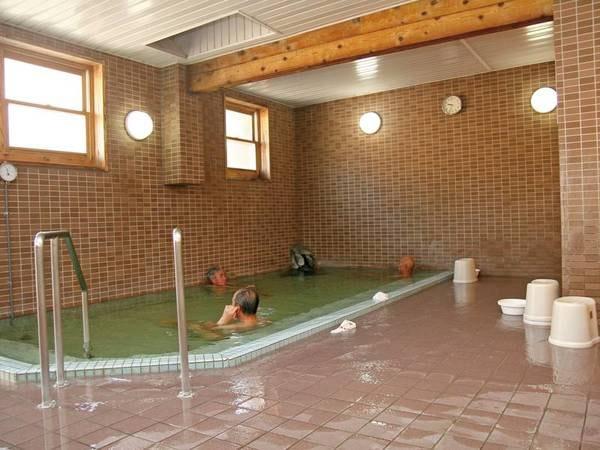 【大浴場】とろとろの泉質を堪能!
