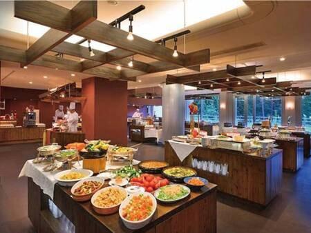 【ヒバラダイニング】旬の食材や地元の新鮮野菜/食材を織り交ぜた、幅広いメニューが並ぶ