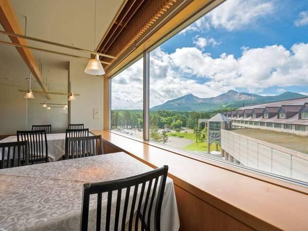 【和食レストラン「和楽」】磐梯山が臨めるレストラン