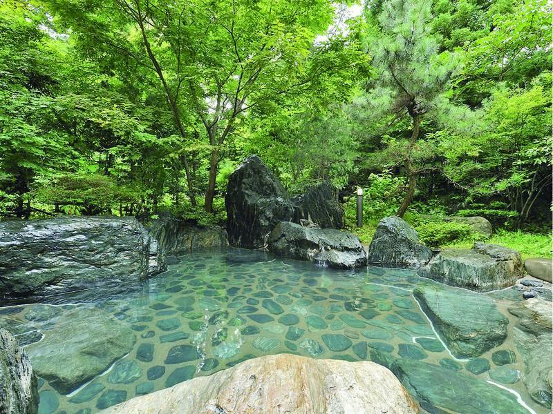 【露天風呂】歴史ある東山温泉の湯を贅沢に源泉かけ流し!