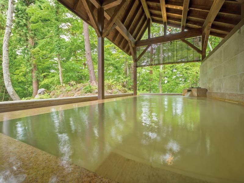 【露天風呂】天然成分のメタけい酸を豊富に含む、女性に嬉しい「美人の湯」