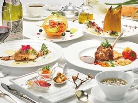【カジュアルフレンチコース/例】色鮮やかなフレンチコースを組数限定のレストランにて