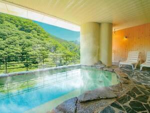 天然温泉露天風呂!東山の豊かな自然の景色を堪能できる絶景風呂。移りゆく季節を体感いただけます