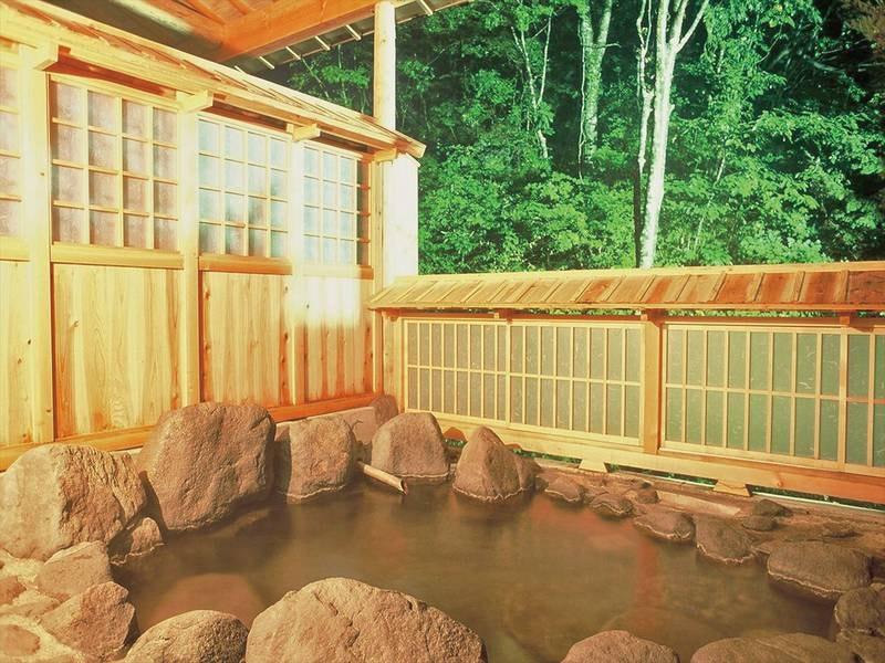 【瀧の湯】奥土湯一軒家のため静寂と渓流の音に癒される
