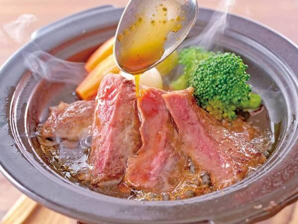 2021秋フェア 牛ステーキ陶板焼き※調味牛脂を注入した加工肉です