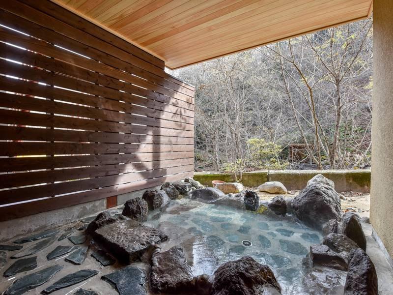 *【露天風呂/女湯】2020年10月リニューアル。川のせせらぎや風の音を肌で感じる露天風呂。