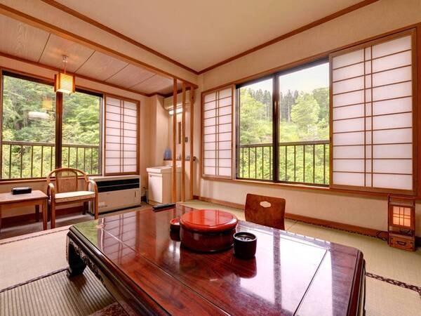 *【客室一例】和室10畳。お部屋から望む渓流二岐川の絶景。しっとりと落ち着いた和室で寛ぎのひと時を。