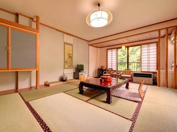 """*【客室一例】和室10畳。日常を離れて過ごす""""ゆとり""""の休日をご堪能ください。"""