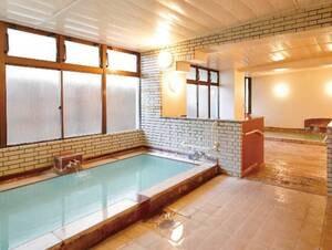 【女性浴場】熱めの湯と適温の2つの湯舟があります