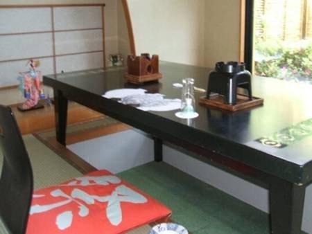 部屋食または個室会場(一例)