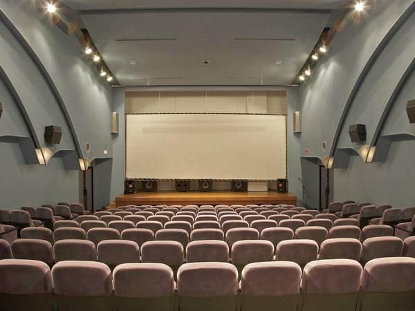 劇場/歌謡ショーや漫才などのイベントが満載