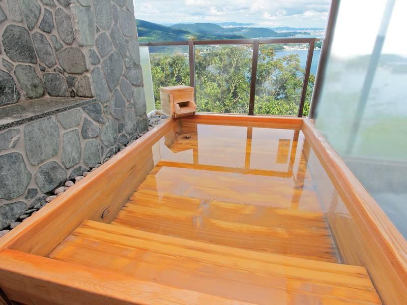 【空の湯】男湯 檜風呂