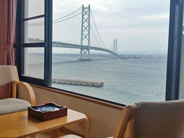 【本館和室/例】明石海峡大橋が目の前に広がる