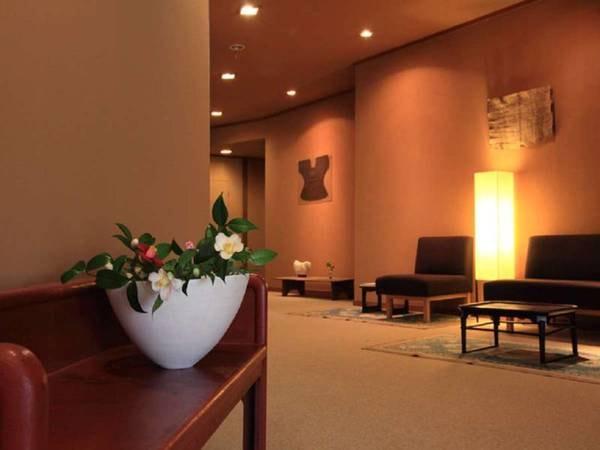 【館内】花で彩られた館内と芸術の空間で心を豊かに