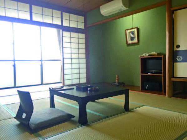 【10畳和室/例】和室からは浜坂港を一望できる