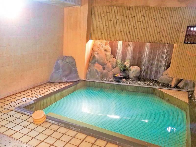 【大浴場】小さいながらも、湯村温泉の湯がかけ流しで愉しめる!