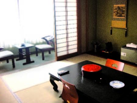 【客室/例】温泉街を一望する落ち着いた雰囲気の和室