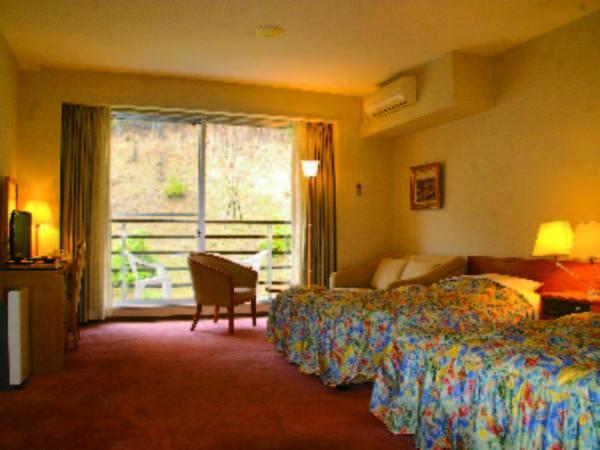 【洋室ツイン/例】ベッドで眠れる人気の洋室