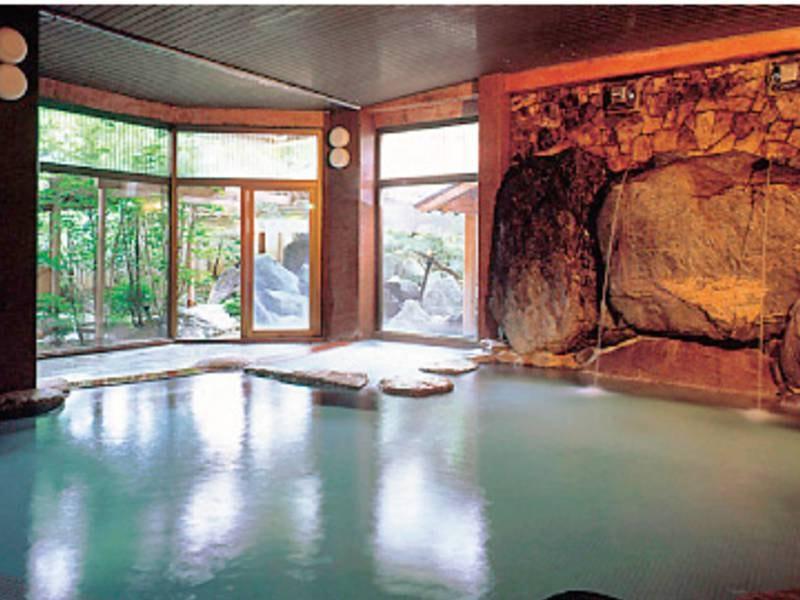 【長寿の湯 大浴場】自家源泉ならではの豊富な湯量を心ゆくまで