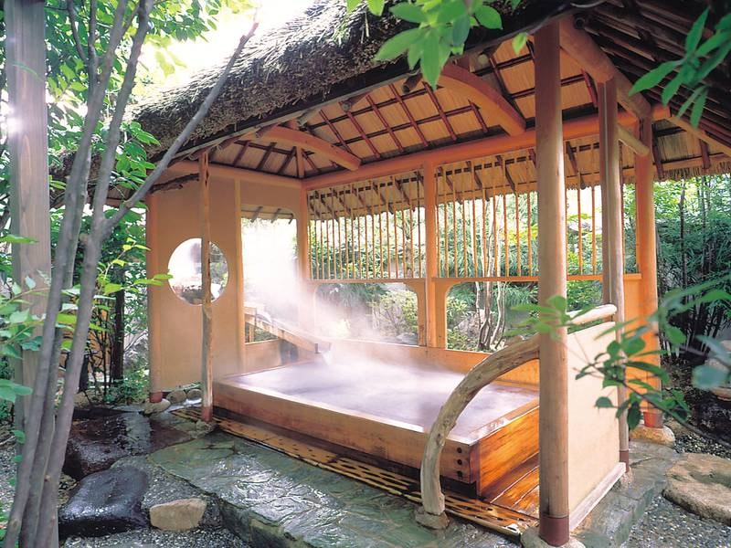 【露天檜風呂ハーブ湯】心地よいハーブの香りに心安らぐ