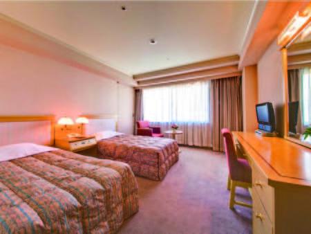 約20~25㎡のお部屋にベッド幅97㎝のベッドが2台のツインルーム(写真一例)