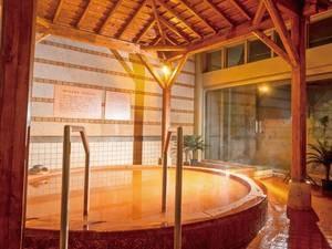 【露天風呂(夜)】かけ流し茶褐色の温泉