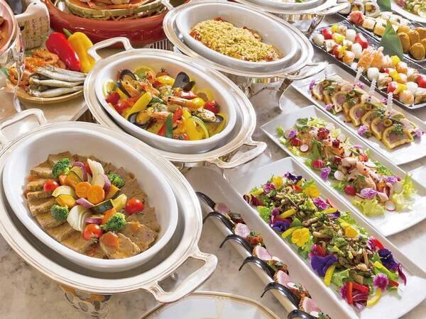 美食フェア/例 和洋約50種バイキングを予定※宿泊状況により会席料理に変更の場合がございます