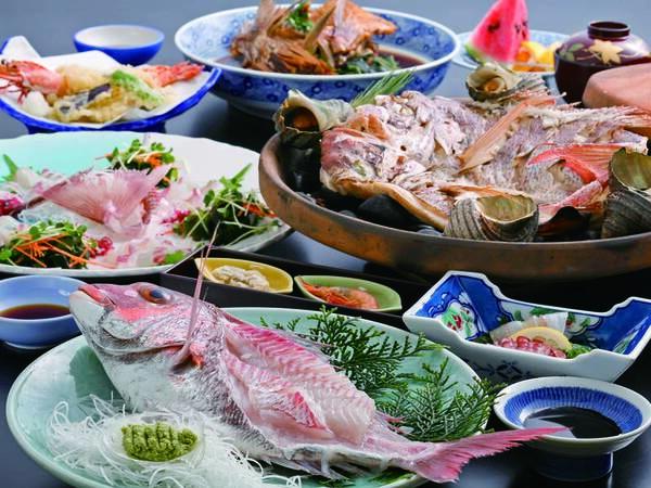 鯛活き造り、鯛とさざえの宝楽焼き、鯛のあら煮など/4名盛例