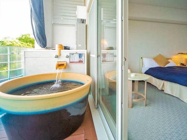 海を眺めながら湯浴みを満喫/露天風呂客室例